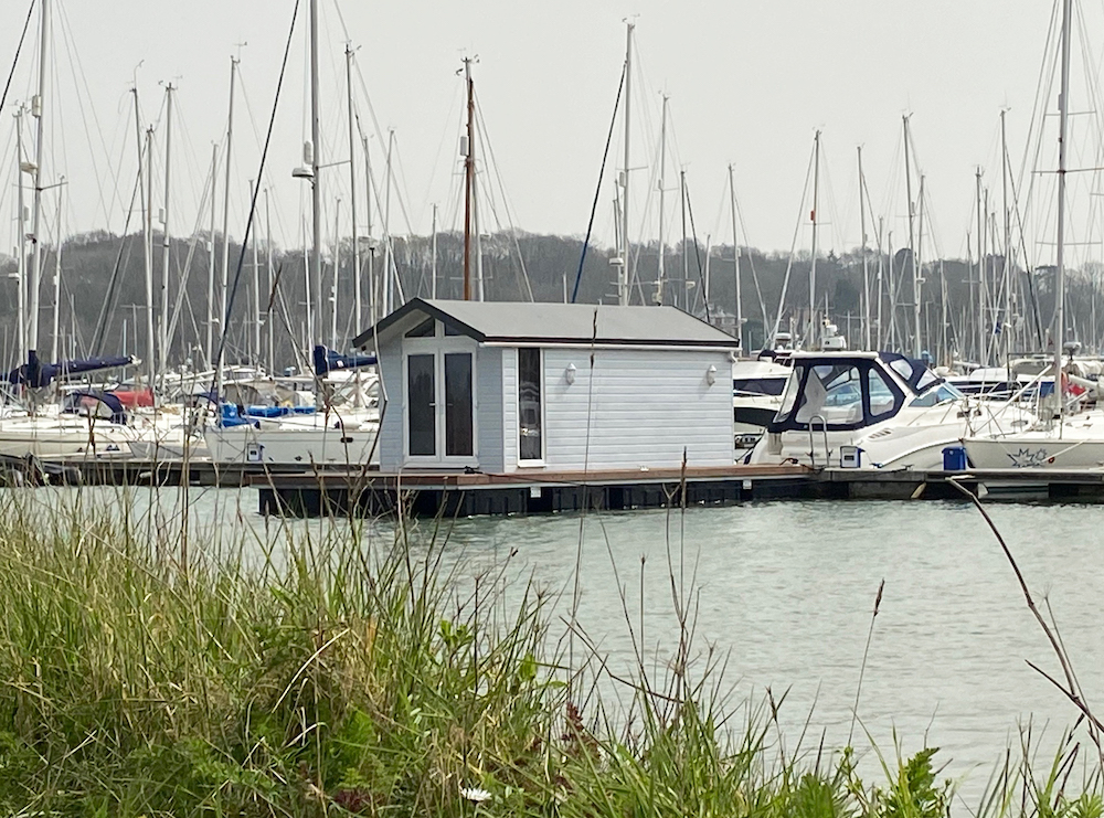 Floating lodge at Mercury Yacht Harbour and Holiday Park